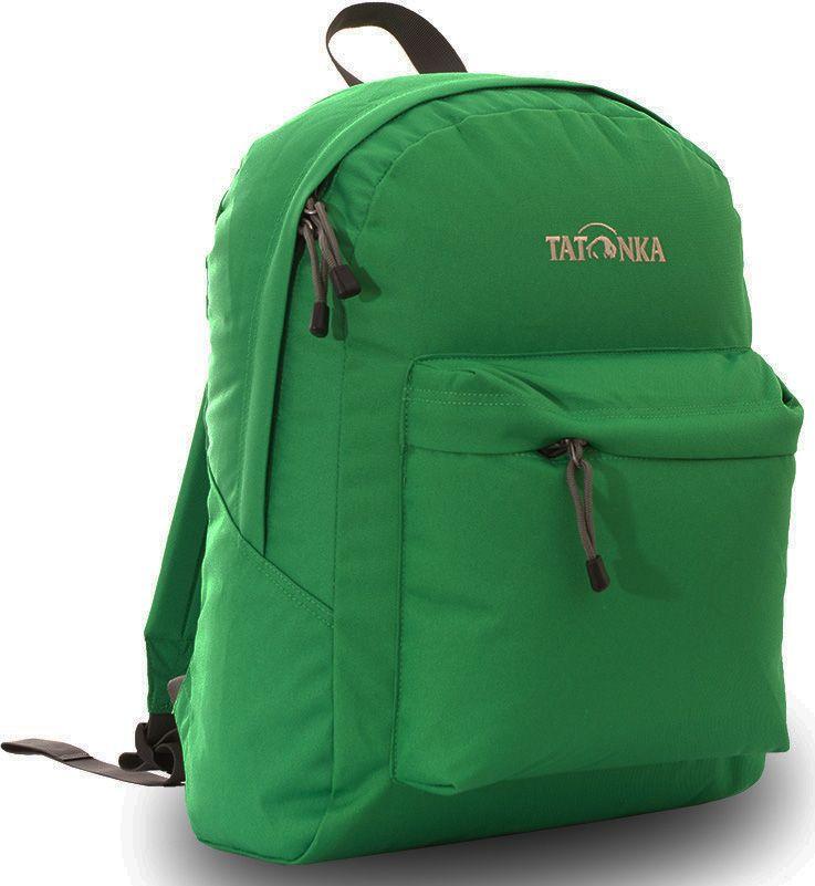 Рюкзак городской Tatonka Hunch Pack, цвет: зеленый, 22 лNRk_19081Классический городской рюкзак Tatonka Hunch Pack изготовлен из прочного материала на основе полиэфирного волокна (600 ден), который обладает прочностью, стойкостью к истиранию и выцветанию и универсальностью применения. В рюкзаке используются молнии YKK RC Zipper, которые надежно защищены от внешних воздействий. Эти молнии специально разработаны для рюкзаков и другого багажа, когда на первый план выходят надежность и высокая производительность.Мягкие уплотненные плечевые лямки регулируются по длине и удобны в любое время года. Регулировка длины лямок займет минуту, а их мягкая внешняя ткань будет комфортна даже летом. Спереди рюкзака расположен просторный накладной карман с встроенным органайзером, в котором удобно хранить все самое необходимое: ручку, блокнот, телефон и многое другое. Также карман подойдет для складного зонтика. Специальная планка защищает молнию кармана от попадания воды, тем самым сохраняя вещи сухими во время непогоды. Вверху рюкзака со стороны спины расположена удобная ручка, за которую рюкзак можно повесить на крючок или же нести в руке.Внутри рюкзак состоит из одного просторного отделения, которое отлично подходит для хранения любых вещей. Собираетесь на прогулку или экскурсию? Возьмите с собой термос, дождевик и влажные салфетки - все это легко поместится в основное отделение. Отправляетесь на учебу? Ноутбук, учебники, тетради и пенал - все удобно разместится в большом отделении рюкзака. Такой рюкзак подойдет тем, кто отправляется на экскурсию или в гости. Все, что нужно, вместится внутрь и доедет в целости и сохранности.