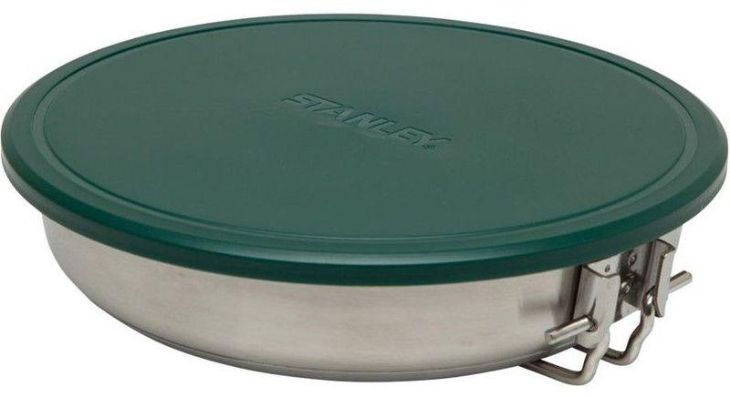 Сковорода походная Stanley Adventure, 0,96 л, цвет: стальнойa026124Состоит из сковороды 0,96 L диаметром 18,4 cм из нержавеющей стали с толстым дном и складной ручкой, разделочной доски, 2-х тарелок 15,2 см и 2-х вилок, лопатки со съемной ручкой из пластмассы, гибкой крышки и силиконовой подставки под горячее. Все принадлежности компактно складываются в объем сковороды. Подходит для мытья в посудомоечной машине. Пожизненная гарантия.