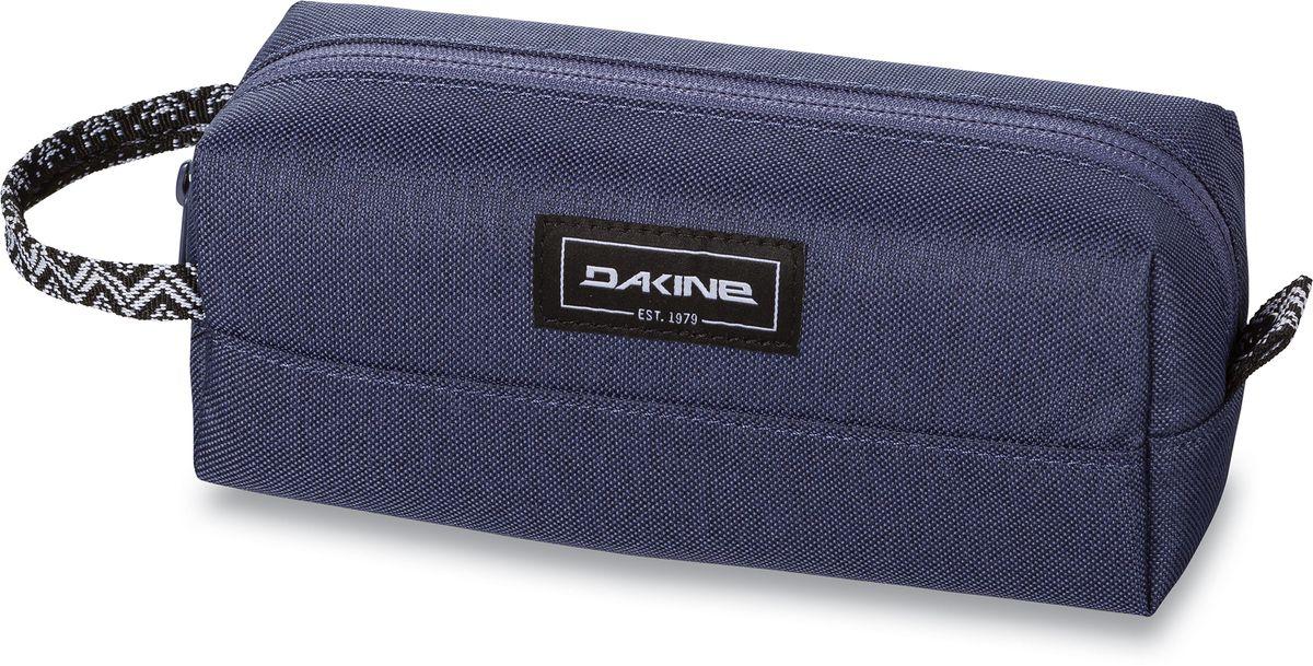 Сумка для аксессуаров женская Dakine Accessory, цвет: фиолетовый, 0,3 лBM8434-58AEСумка для аксессуаров Dakine Accessory выполнена из полиэстера и застегивается на молнию. Можно использовать в качестве пенала, косметички, сумочки для проводов.