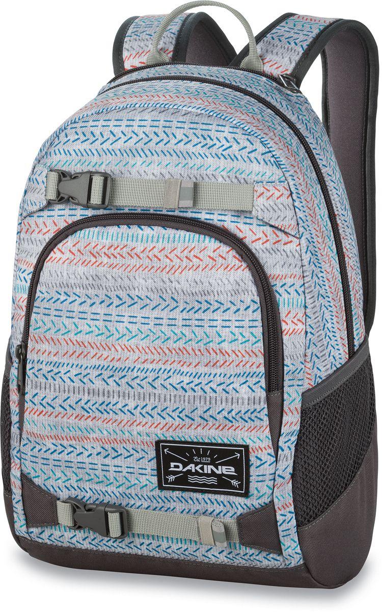 Рюкзак городской Dakine Grom, цвет: светло-серый, мультиколор, 13 лH009Городской рюкзак Dakine Grom выполнен из полиэстера. Основным достоинством является удобная система крепления скейтборда. Модель с одним отделением застегивается на молнию. Имеет карман для солнцезащитных очков на флисовой подкладке, удобные регулируемые лямки с нагрудным регулируемым ремнем-фиксатором, боковые сетчатые карманы на резинках и удобную эргономичную спинку.