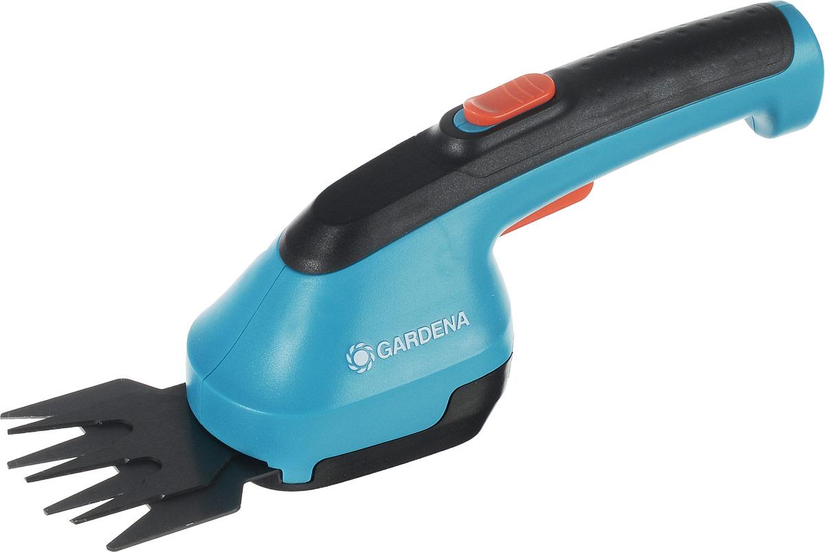 Ножницы для газона Gardena AccuCut, аккумуляторные531-401Ножницы Gardena AccuCut обеспечивают удобную стрижку кромок газонов и придание формы кустарникам без подключения к электросети. Работает от мощных и простых в обслуживании литий-ионные аккумуляторных батарей. Эргономичная рукоятка обеспечивает удобство в работе. Высокая мощность - наилучшие результаты стрижки. Ножницы оснащены высококачественным сменным ножом прецизионной заточки с покрытием от налипания.Время работы: 40 мин.Максимальное расстояние, на которое хватает аккумулятора ножниц: 700 м.Напряжение: 3,6 В.Ширина лезвия: 8 см.