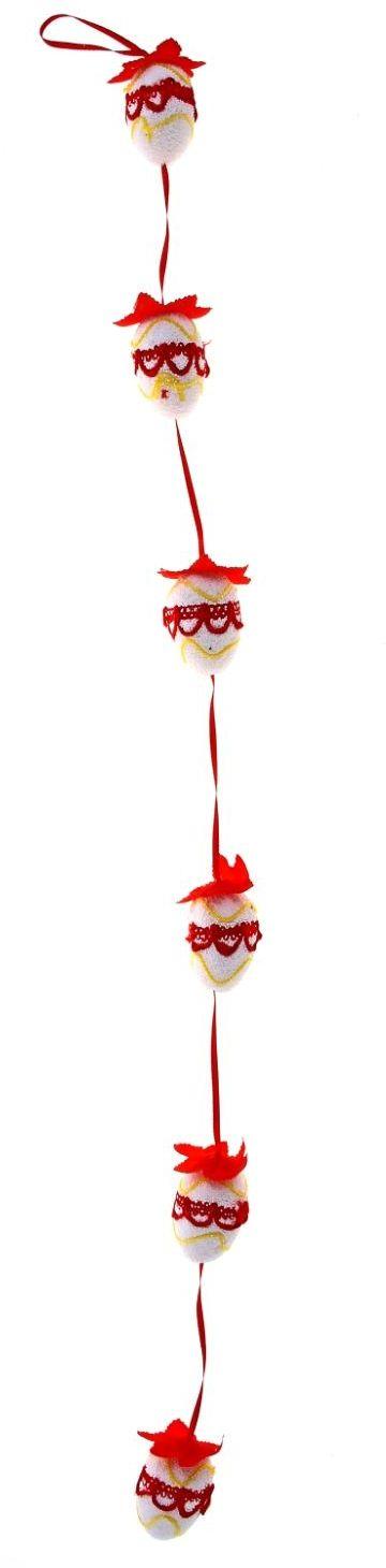 Сувенир пасхальный Sima-land Гирлянда вышивка, цвет: красный, 6 яицUP210DFК Пасхе, как и к любому празднику, следует подготовиться заранее. Декорирование дома в этом вопросе занимает далеко не последнее место. На что следует обратить внимание при оформлении праздничного стола и при создании праздничного антуража? Во-первых, цветовая гамма; во-вторых, пасхальные символы и их значение, ну и, в-третьих, возрастная категория гостей, присутствующих на празднике.Перед вами сувенир Пасхальная гирлянда, красная вышивка (6 яиц) - весенний пасхальный декор, который способен преобразить любое жилое пространство к празднику. Сувенир выполнен из пенопласта и за счет этого имеет невесомую форму. Яички исполнены в нежных оттенках, закреплены на лентах, что придает им свежесть и невесомость. Также стоит отметить, что яйцо – это символ новой жизни и возрождения. Такой стильный аксессуар, без сомнения, понравится как взрослым, так и деткам.