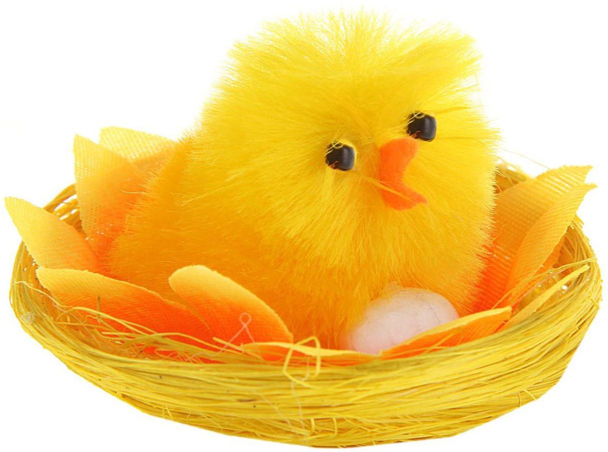Сувенир пасхальный Sima-land Цыпа в подсолнухе с яйцом, 5 х 5 х 4 см1152488Сувенир Цыпа в подсолнухе с яйцом — самый популярный пасхальный декор. Фигурками цып принято декорировать праздничный пасхальный стол во многих странах мира. Россия не исключение. Вы можете украсить таким замечательным сувениром тарелку гостей, превратив её в гнездо. Или преподнести его в качестве подарка близкому человеку. Удивите себя и родных!