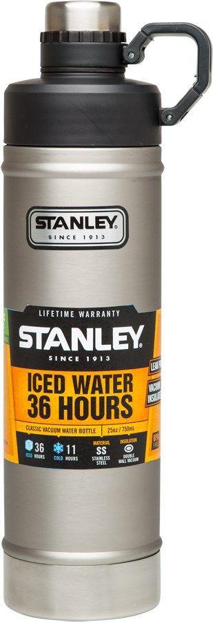 Термобутылка Stanley Classic, цвет: стальной, 0,75 л850_фиолетовыйStanley Classic - это бутылка с термоизоляцией для ежедневных и экстраординарных приключений! Корпус и внутренняя колба изготовлены из нержавеющей стали. Снаружи термос покрыт абразивостойкой эмалью. Термос оснащен двухступенчатой крышкой с кольцом-держателем. Вакуумная изоляция: сохраняет холод – 11 часов, напитки со льдом - 36 часов.Бутылка герметична, не прольется ни капли.Подходит для мытья в посудомоечной машине.