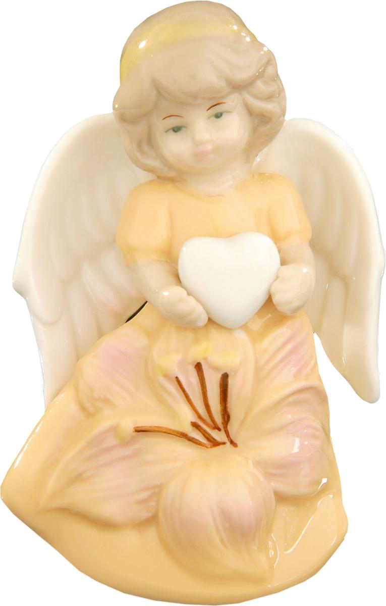 Сувенир пасхальный Sima-land Ангел в платье с лилией, 8 х 6 х 3,5 см1533468Сувенир Ангел в платье с лилией — сувенир в полном смысле этого слова. И главная его задача — хранить воспоминание о месте, где вы побывали, или о том человеке, который подарил данный предмет. Преподнесите эту вещь своему другу, и она станет достойным украшением его дома.