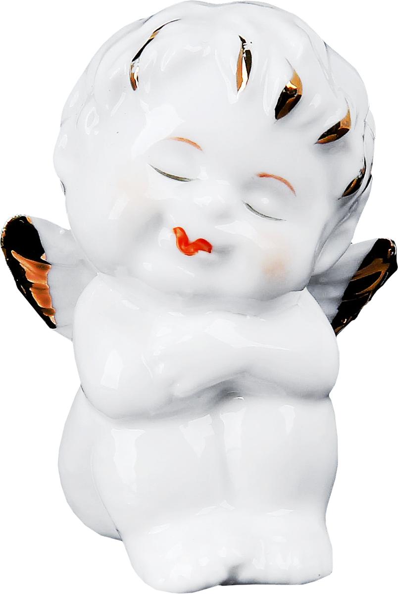 Сувенир пасхальный Sima-land Ангелочек золотце мечтатель, 3,5 х 4,5 х 6 см516899Этот ангелок словно предвестник того, что все будет хорошо и Ваша душа будет всегда наполнена любовью и теплыми отношениями к родным и близким. Сувенир под фарфор Ангелочек золотце мечтатель станет актуальным подарком на День всех влюбленных, годовщину или даже свадьбу. Ведь, ангелы действительно являются символами любви и верности, так преподнесите же эту малютку своей возлюбленной или любимого в знак искренних и светлых чувств.