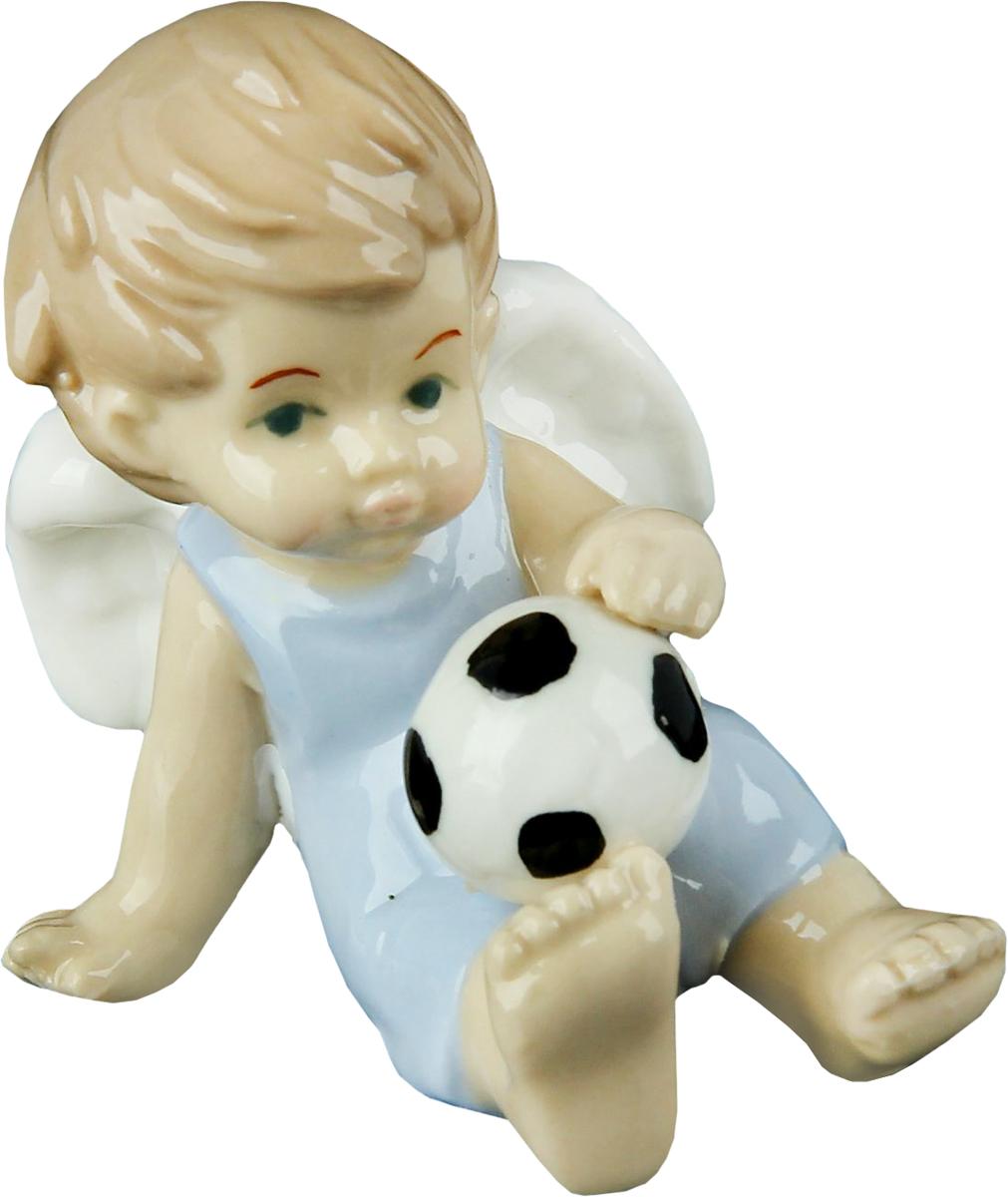 Сувенир пасхальный Sima-land Ангел в голубом комбезике с футбольным мячом, 6 х 4 х 7,5 см865514Ангел в переводе с древнегреческого языка означает вестник, посланец, пусть этот сувенир Ангел в голубом комбезике с футбольным мячом будет вашим личным посланником, который защитит Вас и близких от невзгод. Преподнесите эту изящную статуэтку на Пасху в корзинке с разноцветными яйцами, на Рождество вместе с конфетками, в День ангела со сладким тортом или в любой другой день, ведь для такого подарка со смыслом не обязательно нужен повод.