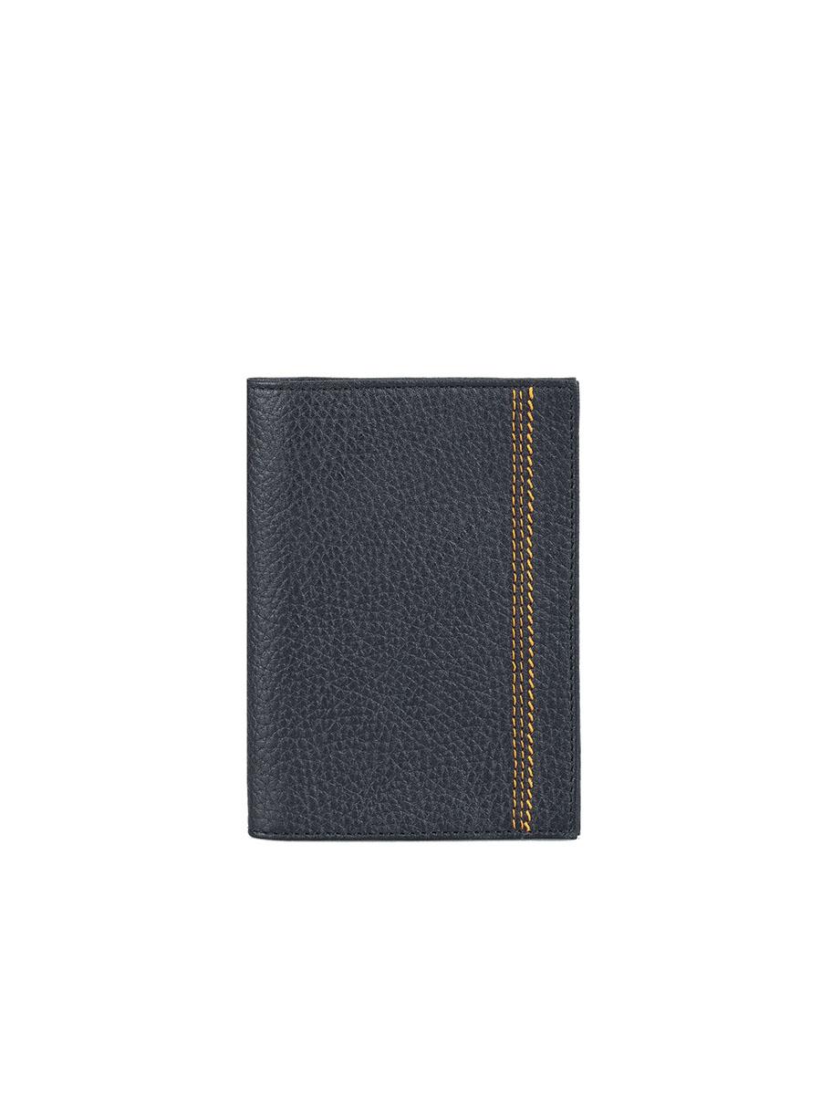 Обложка для паспорта мужская Fabula Brooklyn, цвет: черный. O.81.BRO.81.BR.черныйОбложка для паспорта из коллекции «Brooklyn» выполнена из натуральной кожи. На внутреннем развороте 2 кармана из прозрачного пластика, шелковистая подкладка.
