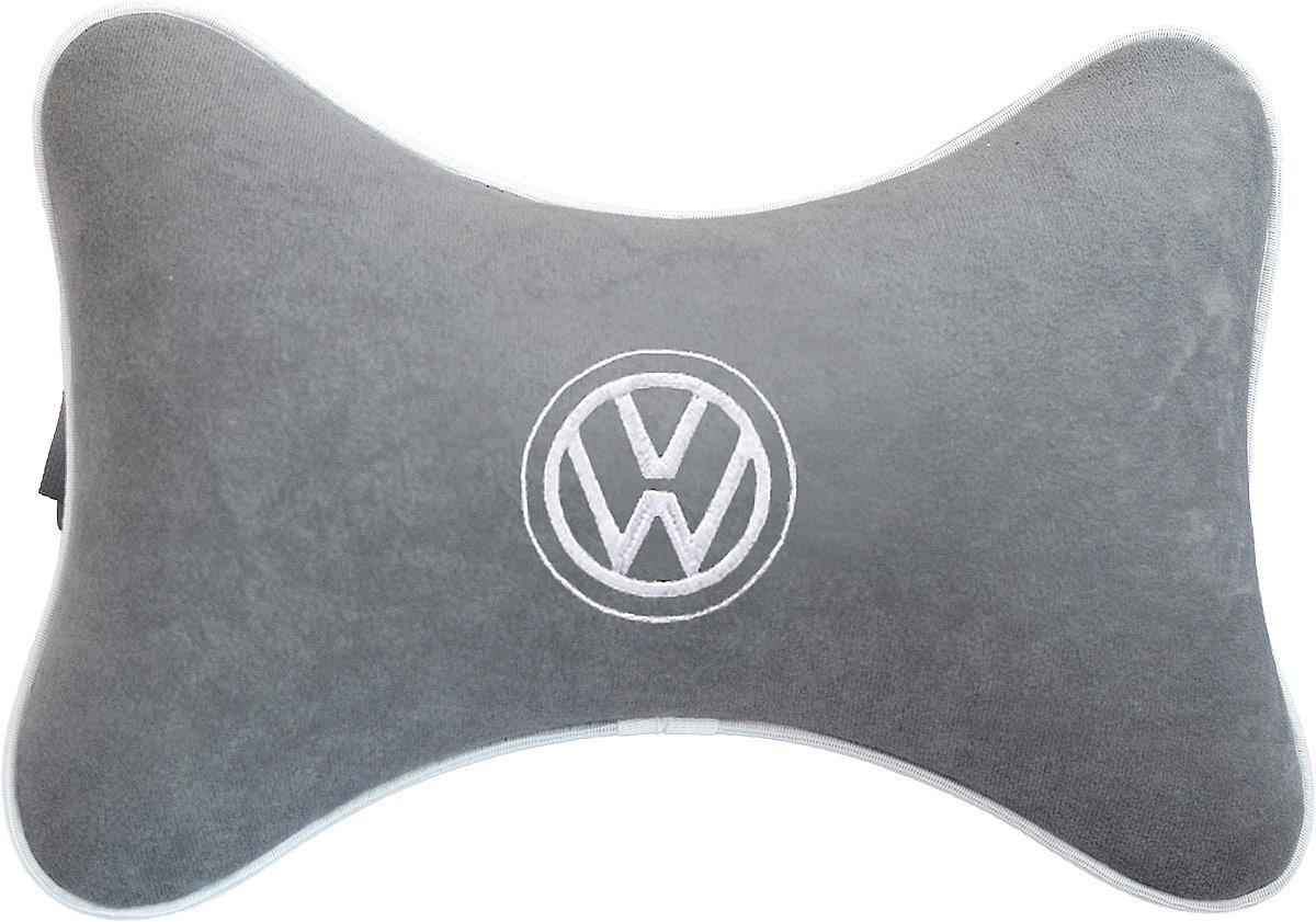 Подушка на подголовник Auto Premium Volkswagen, цвет: серый. 3744837448Подушка на подголовник - это прежде всего лучший способ создать комфорт для шеи и головы во время пребывания в автомобильном кресле. Большинство штатных подголовников устроены так, что до них попросту не дотянуться. Данный аксессуар полностью решает эту проблему, создавая мягкую ортопедическою поддержку. Подушка крепится к сиденью, а это значит один раз поставил - и забыл. Меньше утомляемость - а следовательно выше внимание и концентрация на дороге. Одинакова удобна для пассажира и водителя. Подушка выполнена из велюра.