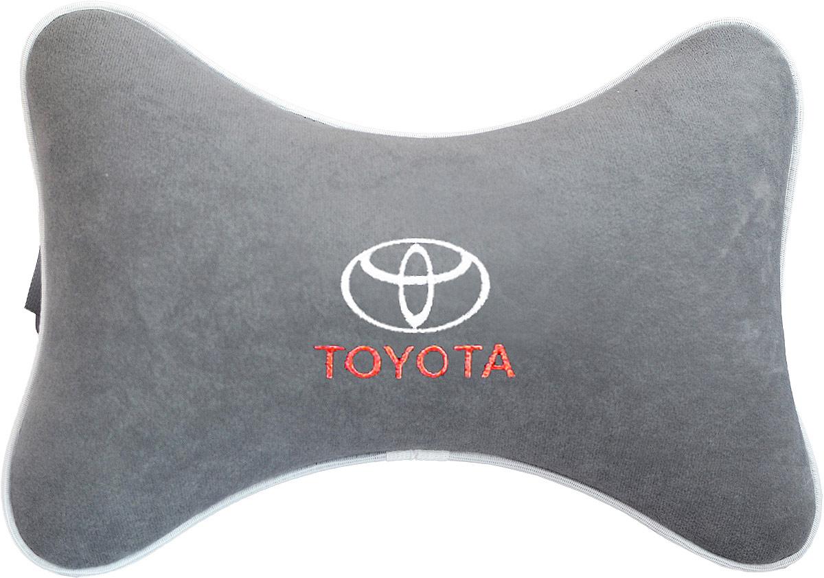 Подушка на подголовник Auto Premium Toyota, цвет: серый. 3744937449Подушка на подголовник - это прежде всего лучший способ создать комфорт для шеи и головы во время пребывания в автомобильном кресле. Большинство штатных подголовников устроены так, что до них попросту не дотянуться. Данный аксессуар полностью решает эту проблему, создавая мягкую ортопедическою поддержку. Подушка крепится к сиденью, а это значит один раз поставил - и забыл. Меньше утомляемость - а следовательно выше внимание и концентрация на дороге. Одинакова удобна для пассажира и водителя. Подушка выполнена из велюра.