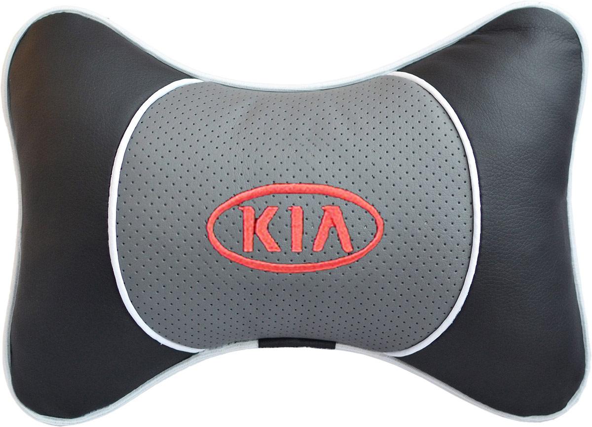 Подушка на подголовник Auto Premium Kia, цвет: серый. 3755137551Подушка на подголовник Люкс выполнена из черной гладкой экокожи, вставка из серой перфорированной экокожи имеет обрамление мягким кантом. Для нанесения вышивки используются высококачественные итальянские нитки. Подушка на подголовник - это прежде всего лучший способ создать комфорт для шеи и головы во время пребывания в автомобильном кресле. Такая подушка будет удобна как водителю, так и пассажиру. При производстве используются высококачественные, износостойкие материалы и гипоаллергенные наполнители.