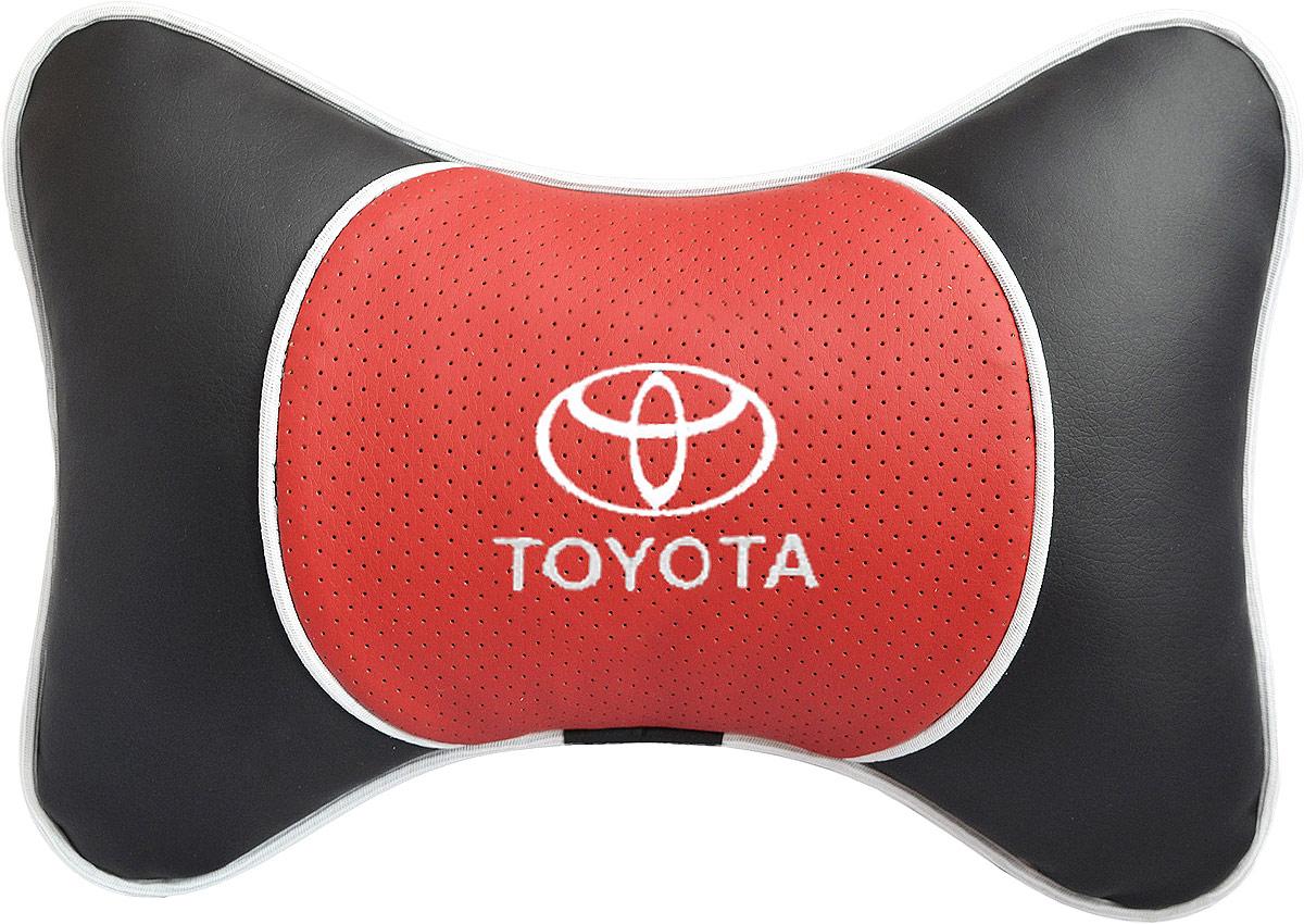 Подушка на подголовник Auto Premium Toyota, цвет: красный. 3756937569Подушка на подголовник Люкс выполнена из черной гладкой экокожи, вставка из красной перфорированной экокожи имеет обрамление мягким кантом. Для нанесения вышивки используются высококачественные итальянские нитки. Подушка на подголовник - это прежде всего лучший способ создать комфорт для шеи и головы во время пребывания в автомобильном кресле. Такая подушка будет удобна как водителю, так и пассажиру. При производстве используются высококачественные, износостойкие материалы и гипоаллергенные наполнители.