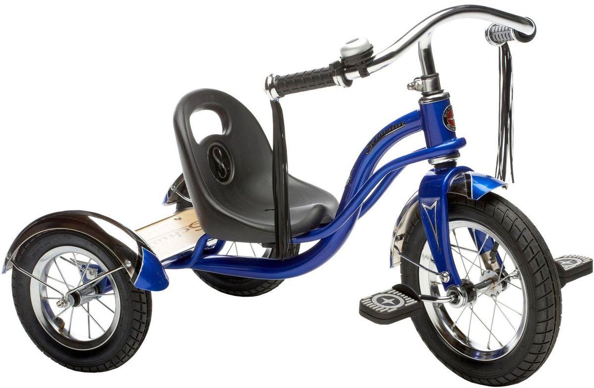 Schwinn Roadster Trike Детский трехколесный велосипед цвет синийS6728Ярко-синий трёхколёсный велосипед Schwinn Roadster Trike с педалями на переднем колесе специально разработан для активных малышей. Низкий центр тяжести позволяет ребенку управлять велосипедом легко и безопасно. Хромированные руль, крылья и звонок без сомнения понравятся как малышу, так и родителям, участвующим в его вело приключениях. Площадка для катания стоя помогает ребёнку привыкать к скорости, а взрослым участвовать в процессе катания. • Трёхколёсный велосипед с педалями на переднем колесе • Надёжная стальная рама • Регулировка седла по удалённости от руля • Невероятная устойчивость, благодаря трёхколёсной конструкции • Площадка для катания стоя • Велосипед для детей 1,5-4 лет