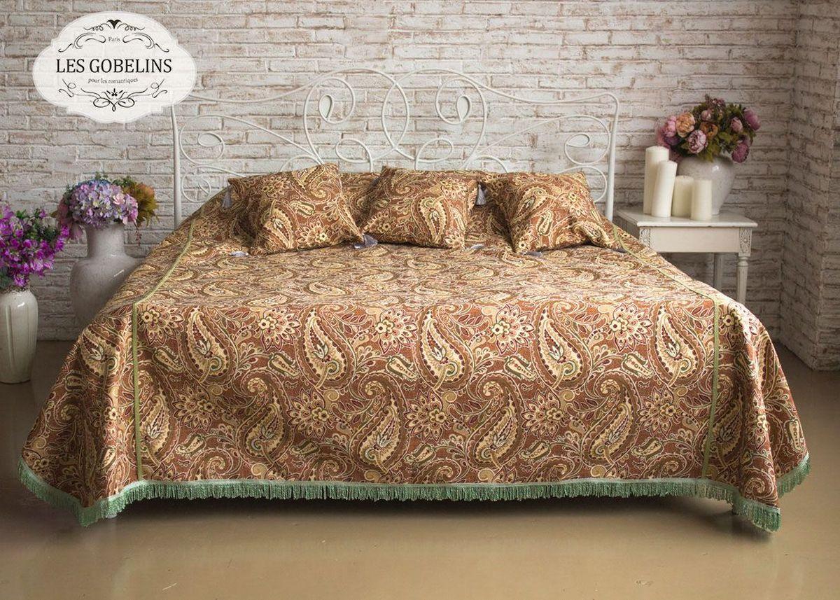 Покрывало на кровать Les Gobelins Vostochnaya Skazka, 240 х 260 смES-412Покрывало на кровать Les Gobelins Vostochnaya Skazka с ярким рисунком привлечет к себе внимание и органично впишется в интерьер комнаты. Изделие изготовлено из высококачественной ткани гобелен и оформлено бахромой и кисточками. Необычайная красота сочетается в этом покрывале с высокой прочностью и долговечностью, а свойство гобелена по-разному проявлять себя в зависимости от освещения помещения позволяет открывать все новые и новые детали, которые, как казалось, раньше скрывал гобелен.Красочное и приятное на ощупь покрывало сделает интерьер спальни, детской или гостиной уютнее и своеобразнее. Состав материала: 52% хлопок, 48% полиэстер.