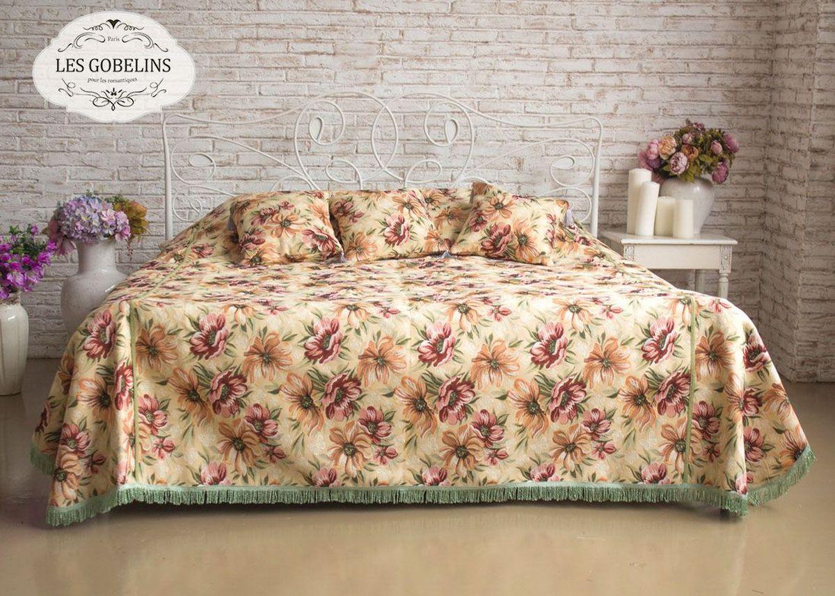 Покрывало на кровать Les Gobelins Coquelicot, 150 х 220 см106-026Покрывало на кровать Les Gobelins Coquelicot с ярким цветочным рисунком привлечет к себе внимание и органично впишется в интерьер комнаты. Изделие изготовлено из высококачественной ткани гобелен и оформлено бахромой и кисточками. Необычайная красота сочетается в этом покрывале с высокой прочностью и долговечностью, а свойство гобелена по-разному проявлять себя в зависимости от освещения помещения позволяет открывать все новые и новые детали, которые, как казалось, раньше скрывал гобелен.Красочное и приятное на ощупь покрывало сделает интерьер спальни, детской или гостиной уютнее и своеобразнее. Состав материала: 48% хлопок, 52% полиэстер.
