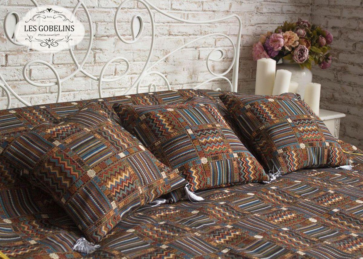 Покрывало на кровать Les Gobelins Mexique, 240 х 260 см96515412Покрывало на кровать Les Gobelins Mexique с ярким геометрическим рисунком привлечет к себе внимание и органично впишется в интерьер комнаты. Изделие изготовлено из высококачественной ткани гобелен и оформлено бахромой и кисточками. Необычайная красота сочетается в этом покрывале с высокой прочностью и долговечностью, а свойство гобелена по-разному проявлять себя в зависимости от освещения помещения позволяет открывать все новые и новые детали, которые, как казалось, раньше скрывал гобелен.Красочное и приятное на ощупь покрывало сделает интерьер спальни, детской или гостиной уютнее и своеобразнее. Состав материала: 60% хлопок, 40% полиэстер.