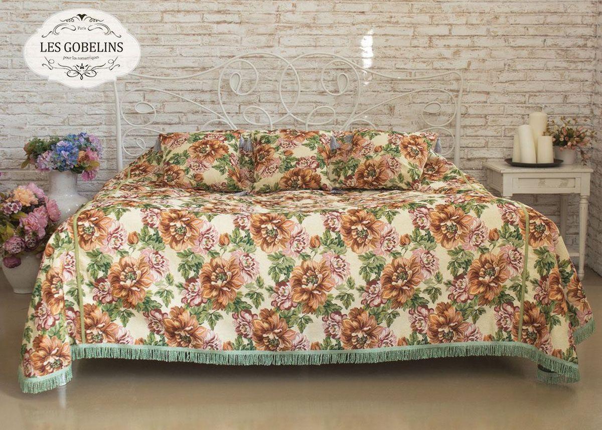 Покрывало на кровать Les Gobelins Pivoines, 240 х 260 смlns187868Покрывало на кровать Les Gobelins Pivoines с ярким цветочным рисунком привлечет к себе внимание и органично впишется в интерьер комнаты. Изделие изготовлено из высококачественной ткани гобелен и оформлено бахромой и кисточками. Необычайная красота сочетается в этом покрывале с высокой прочностью и долговечностью, а свойство гобелена по-разному проявлять себя в зависимости от освещения помещения позволяет открывать все новые и новые детали, которые, как казалось, раньше скрывал гобелен.Красочное и приятное на ощупь покрывало сделает интерьер спальни, детской или гостиной уютнее и своеобразнее. Состав материала: 52% хлопок, 48% полиэстер.