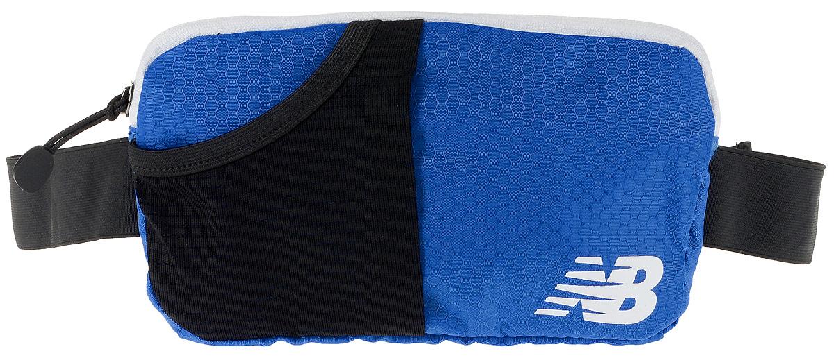 Сумка поясная New Balance Performance Waist Pack, цвет: синий, черный, 22 х 12 х 2 смBM8434-58AEСумка New Balance Performance Waist Pack, выполненная из нейлона, оформлена символикой бренда. Сумка фиксируется на поясе с помощью эластичного регулирующего ремешка с застежкой-фастекс.Изделие имеет одно отделение на застежке-молнии, в которое удобно положить ключи, деньги и другие мелочи. Внутри расположен прорезной карман на застежке-молнии. Снаружи, на лицевой стороне находится накладной сетчатый карман на резинке. Тыльная сторона дополнена сетчатой вставкой, которая обеспечивает естественную вентиляцию.Такая поясная сумка для бега станет настоящей находкой, как для любителей, так и для профессиональных спортсменов, которые действительно серьезно подходят к экипировке.