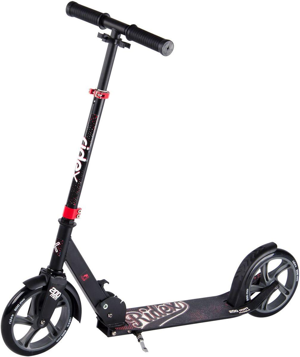 Самокат Ridex Invisible, 2-колесный, цвет: черный, красный, 200 ммSF 0085Усовершенствованная модель классического 200-миллиметрового самоката. Заниженная дека, низко расположенная относительно уровня дорожного покрытия, позволяет прилагать меньше усилий при разгоне. Достойные ходовые и скоростные характеристики самоката обусловлены сочетанием больших полиуретановых колес с качественными подшипниками ABEC - 7. Комфорт и управляемость обеспечивают резиновые ручки, а специальная подножка позволит без труда припарковать самокат в любом месте во время Вашего отдыха.