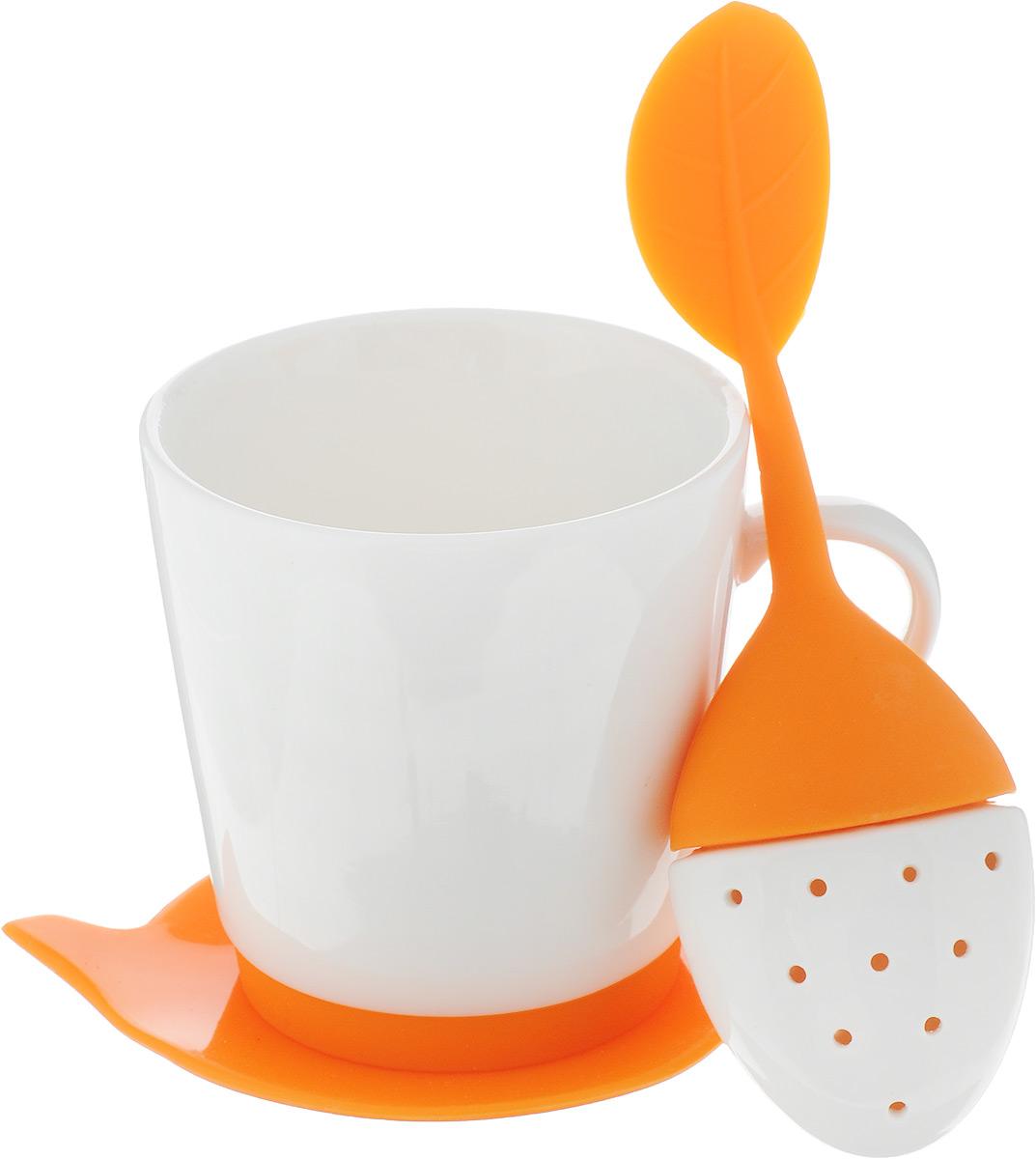 Набор чайный Oursson, цвет: оранжевый, 3 предмета115510Набор для чая Oursson состоит из кружки, ситечка и подставки для чайного пакетика. Ситечко и подставка выполнены из экологически чистого силикона в форме ягодки и чайника. Кружка выполнена из высококачественной керамики с глазурованным покрытием. Основание кружки дополнено силиконовой вставкой. Такой чайный набор прекрасно оформит сервировку стола к чаепитию. Можно мыть в посудомоечной машине и использовать в СВЧ-печи. Объем кружки: 200 мл. Диаметр кружки (по верхнему краю): 8 см. Высота кружки: 8,5 см. Размер подставки: 12,5 х 10,5 х 1 см. Размер ситечка: 17 х 5,5 х 1,5 см.