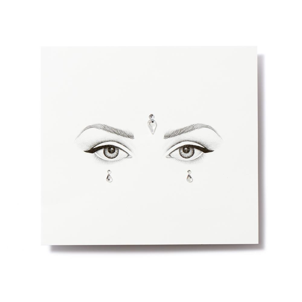 Miami Tattoos Клеящиеся кристаллы для лица Crystalzzz Drops in Silver, 1 лист 15см*16смMT0053Miami Tattoos - это дизайнерские переводные тату-украшения. Коллекция кристаллов Crystalzzz — это модный аксессуар для вашей кожи, который наносится за считанные секунды. Больше вам не нужна помощь визажиста, чтобы создать необычный макияж. Просто отклейте кристаллы от прозрачной пленки и приклейте их на чистую кожу. Crystalzzz можно наносить как на лицо, так и на тело. Они не вызывают аллергию и абсолютно безопасны для кожи.