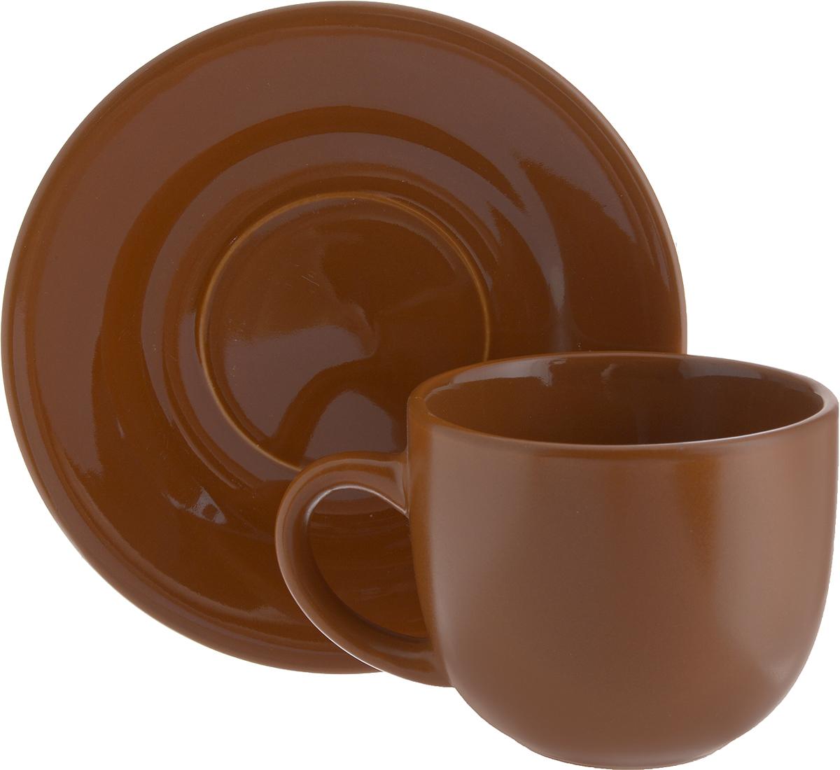 Чайная пара Ломоносовская керамика, 2 предмета. 1ЧП-220ТТ1ЧП-220ТТЧайная пара Ломоносовская керамика состоит из чашки и блюдца. Изделия, выполненные из высококачественной глины с глазурованным покрытием, имеют элегантный дизайн. Такая чайная пара прекрасно подойдет как для повседневного использования, так и для праздников. Чайная пара Ломоносовская керамика - это полезный подарок для родных и близких, это также великолепное дизайнерское решение для вашей кухни или столовой. Объем чашки: 200 мл. Диаметр чашки (по верхнему краю): 8,5 см. Высота чашки: 7 см. Диаметр блюдца: 14,5 см. Высота блюдца: 1,7 см.