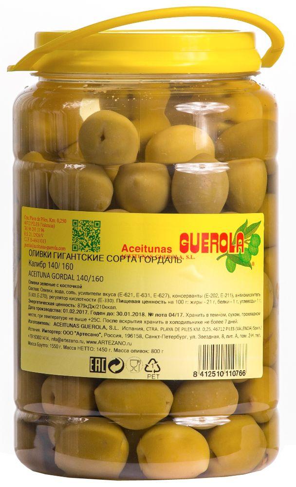 Guerola оливки зеленые Годаль калибр 140/160 с косточкой, 800 г8412510110766Оливки зеленые Годаль (или королевские оливки) калибром 140/160 с косточкой от испанской семейной компании GUEROLA, которая была основана еще в конце 19 века в Валенсии Рафаэлем Гуэрола и до сих пор ее возглавляют члены семьи. Предприятие выпускает оливки различных видов по традиционных испанским рецептам, консервированные перцы, каперсы и ассорти из этих продуктов. Эти оливки самые большие из существующих на испанском рынке (размером с небольшую сливу). Сорт Гордаль произрастает только в Испании и Греции, но испанские ценятся значительно выше за его тонкую текстуру, гармоничный вкус и косточку маленького размера.Прекрасны как самостоятельное блюдо, так и компонент для салатов, пиццы, бутербродов, канапэ, а также в качестве украшения закусок и соусов
