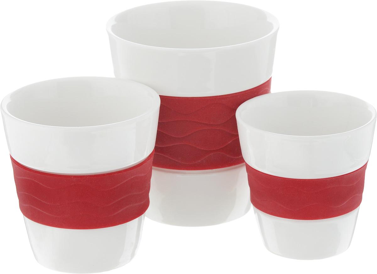Набор стаканов Oursson Bon Appetit, с силиконовой вставкой, цвет: красный, белый, 3 штTW89553/RDНабор стаканов Oursson Bon Appetit состоит из трех стаканов, выполненных из керамики с цветными силиконовыми вставками. Керамика хорошо распределяет тепло и выдерживает высокие температуры, а силиконовые вставки уберегут ваши руки от ожогов и не позволят стакану выскользнуть. Стаканы предназначены для приготовления как горячих напитков: чая, кофе, какао, так и для прохладительных напитков. Стаканы подходят для использования в микроволновых печах, а также для мытья в посудомоечных машинах. Набор стаканов Oursson Bon Appetit идеально подойдет для сервировки стола и станет отличным подарком к любому празднику. Большой стакан: Объем: 300 мл. Диаметр стакана (по верхнему краю): 8,8 см. Высота стакана: 9,5 см. Средний стакан: Объем: 170 мл. Диаметр стакана (по верхнему краю): 7,5 см. Высота стакана: 7,6 см. Маленький стакан: Объем: 100 мл. Диаметр стакана (по верхнему краю): 6,6 см. Высота стакана: 6,7 см.