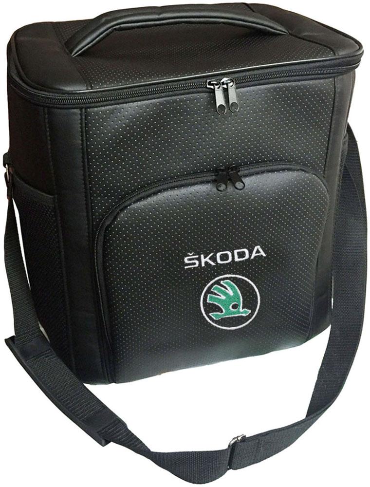 Термосумка Auto Premium Skoda, 20 л72118Термосумка Auto Premium Skoda выполнена из экокожи с нашивкой и оснащена регулируемым плечевым ремнем. Основное отделение и передний карман закрываются на молнию. Для дополнительного удобства термосумка имеет два боковых сетчатых кармана. Ваши продукты сохранятся свежими, а напитки холодными даже в жару благодаря специальному внутреннему термоизоляцоному материалу АЛЮФОМ (РФ). Для более длительного поддержания температурного режима рекомендуется использовать с аккумуляторами холода. Объем термосумки: 20 л.
