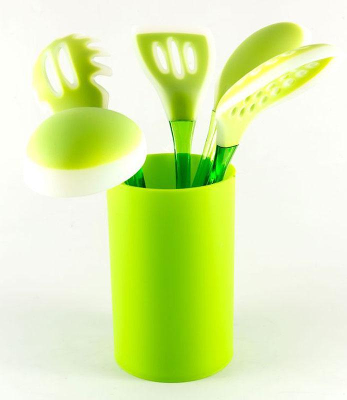 Кухонный набор Gipfel Gesser, цвет: зеленый, 5 предметов0265Посуда Gipfel изготовлена только из качественных, экологически чистых материалов. Также уделяется особое внимание дизайну продукции, способному удовлетворять вкусы даже самых взыскательных покупателей. Сталь 8/10, из которой изготавливается посуда и аксессуары Gipfel, является уникальной. Она отличается высокими эксплуатационными характеристиками и крайне устойчива к физическим воздействиям. Сложно найти более подходящий для создания качественной кухонной посуды материал. Отличительной чертой металлической посуды, выполненной из подобной стали, является характерный сероватый оттенок поверхности и особый блеск. Это позволяет приготовить более здоровую пищу.