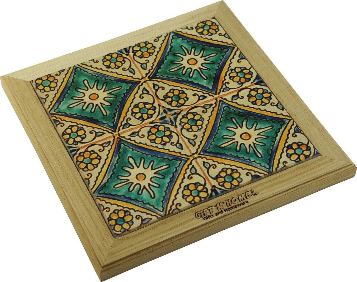 Подставка под горячее Giftnhome Испанская мозайка, 24 х 20 смVT-1520(SR)Подставка из ценных пород древесины, дуб/ бук , с декоративной вставкой из качественной фанеры, с нанесением цветных фотопринтов. Данный товар несет двойную потребительскую функцию, обеспечивая декоративное и хозяйственное назначение. Он может быть использован для украшения помещений в качестве настенного панно и как подставка под горячую посуду.
