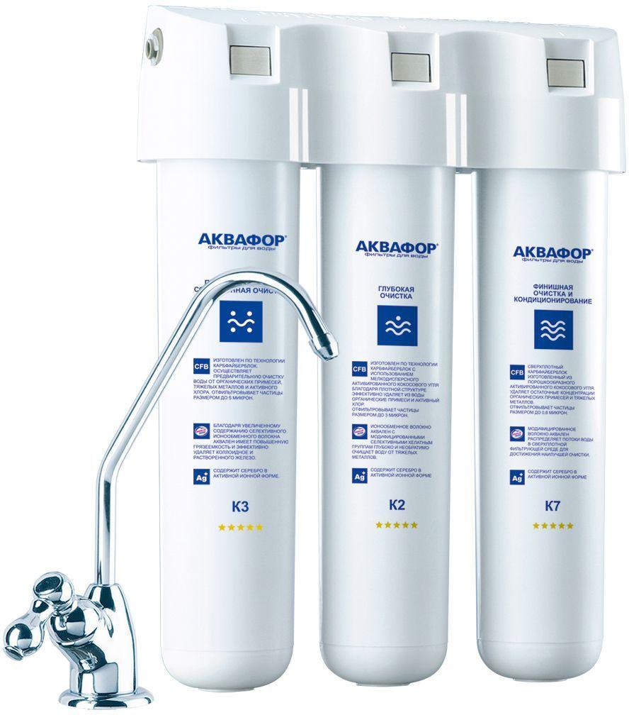 """Водоочиститель Аквафор Кристалл, для мягкой водыBL505Аквафор Кристалл — простой и удобный фильтр. Надежно очищает воду от примесей, которые чаще всего встречаются в водопроводной воде.Удаляет из водопроводной воды воды хлор, тяжелые металлы, нефтепродукты, пестициды и другие загрязнители.Компактный корпус фильтра легко помещается под мойкой, а на поверхности мойки крепится отдельный кран для чистой воды. Питьевая вода всегда у вас под рукой.Картрижи меняются вместе с корпусом - вы не соприкасаетесь с загрязнителями, а пластиковый корпус картриджа можно сдать на переработку.Картриджи меняются одновременно один раз в год. Замена становится еще проще, если вы заранее приобретаете годовой комплект картриджей.Картриджи меняются легко: нажать кнопку на корпусе, повернуть картридж против часовой стрелки; вставить новый картридж и повернуть по часовой стрелке """"до щелчка"""". Инструмемнты не нужны. Справится даже хрупкая девушка.Надежная защита от протечек. Фильтр Кристалл устойчив к скачкам давления в водопроводе. Высокое давление выдерживают даже кажущиеся хрупкими элементы подключения к водопроводу: фиттинги, трубки и другие. Именно перепады давления нередко вызывают протечки. Обратите внимание: для высокой степени защиты от протечек требуется профессиональная установка фильтра."""