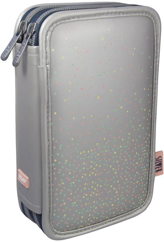 Milan Пенал Silver 2 081264SL272523WDПенал с двумя отделениями. Размер – 200x125x50 мм. Материал - полиэстер. Поставляется с наполнением: фломастеры 18 цветов (серия 631), цветные карандаши 12 цветов (серия 231), два ластика, автоматическая ручка, точилка, чернографитный карандаш HB, линейка 15 см. Материал - матовый ПВХ, подкладка - 150D полиэстер. Пластиковая тракторная застежка - 5 мм.