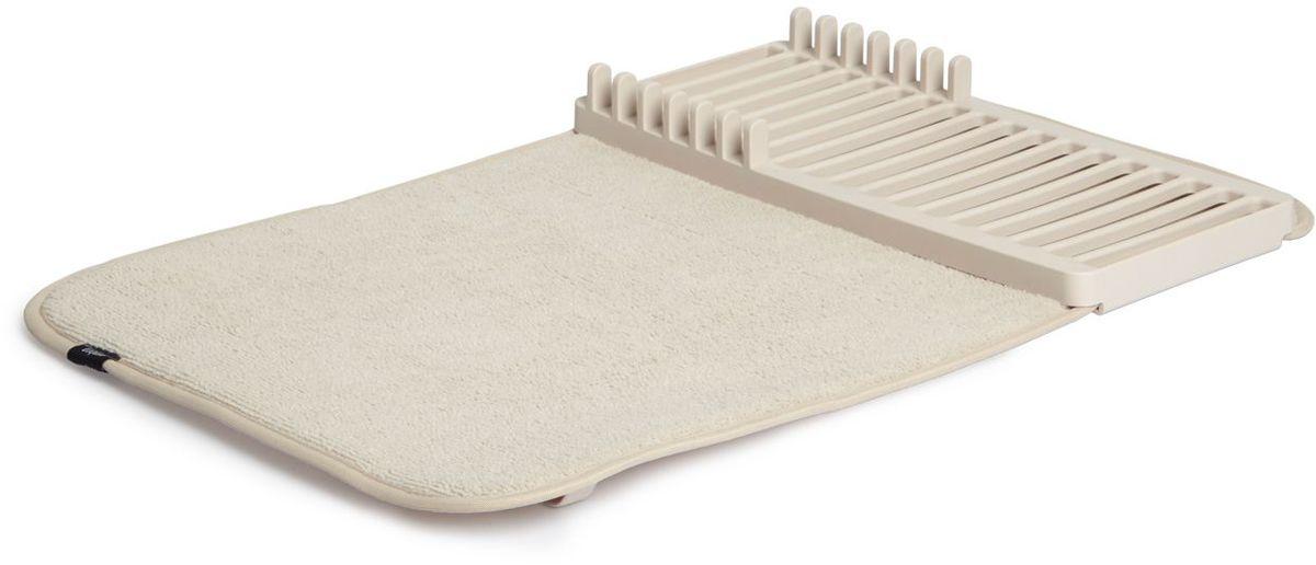 Коврик для сушки посуды Umbra UDRY MINI, цвет: экрю1004301-354Компактная версия коврика UDRY. Ворсистый коврик для посуды и столовых приборов + пластиковая сушилка с 6 делениями для тарелок. Сушилка может быть закреплена посередине коврика или с краю, чтобы освободить место для большого сотейника. Кроме того, она легко снимается для мытья. Коврик складывается в три раза и закрепляется эластичной лентой для компактного хранения. Нижняя часть коврика состоит из мембраны, благодаря которой влага быстро испаряется. Размер в разложенном виде 33х50,8х4,5 см Дизайнер David Green