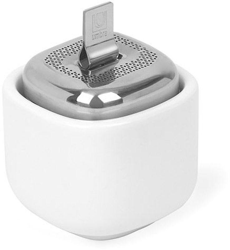 Заварник для чая Umbra Cutea, цвет: белый1004304-670Металлическая ёмкость для заваривания чая с керамической чашей. На ёмкости предусмотрена широкая крышка для удобного засыпания чая и лёгкого мытья. Цепочка складывается внутрь крышки. Ёмкость складывается в чашу после заваривания. Аккуратно, чисто и стильно! Мыть только вручную. Дизайнер Eugenie de Loynes