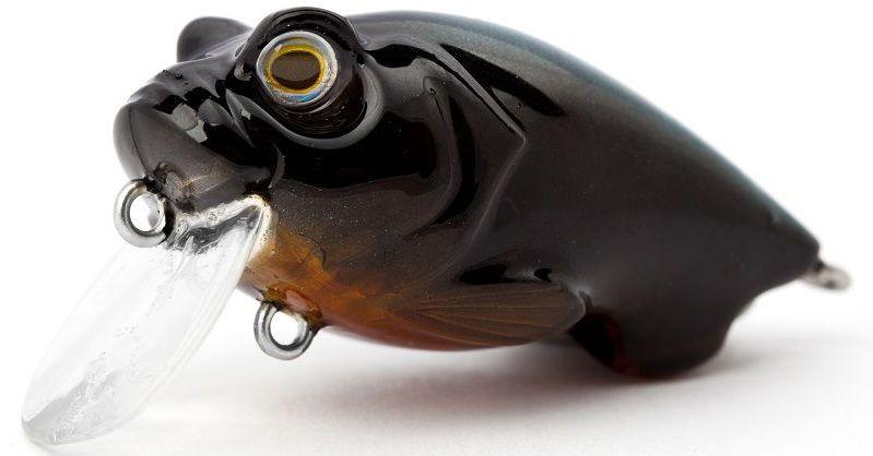 Воблер плавающий Atemi Incredible Crank, цвет: Black, длина 4,5 см, вес 6,5 г, заглубление 0,3 м513-00068ATEMI Incredible Crank, 4,5 см, Black Артикул: 513-00068 Производитель: Атеми Тело воблера ATEMI Incredible Crank, Black сплюснуто и внешне похоже на малька уклейки или пескаря. Этот воблер применяется при ловле рыбы на мелководье и отмелях. Рыбалка на спиннинг с минноу поможет привлечь внимание хищной рыбы наподобие судака и окуня, которые охотно реагируют на игру приманки. Рекомендуемый способ проводки для данного воблера – твичинг за считанные часы позволит порадоваться большому улову. Характеристики Воблер ATEMI Incredible Crank, 4,5 см, Black Расцветка: Black. Длина: 45 мм. Рабочая глубина: 0,3 м. Вес: 6,5 г.