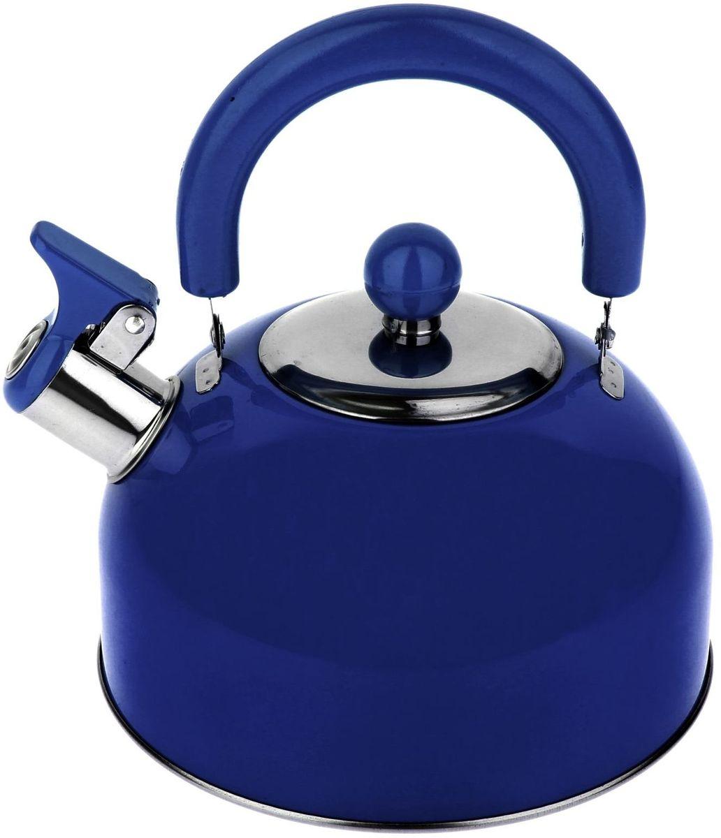 Чайник Доляна Радуга, со свистком, цвет: голубой, 2,1 лVT-1520(SR)Бытовая посуда из нержавеющей стали славится неприхотливостью в уходе и безукоризненной функциональностью. Коррозиестойкий сплав обеспечивает гигиеничность изделий. Чайники из этого материала абсолютно безопасны для здоровья человека.Чем привлекательна посуда из нержавейки?Чайник из нержавеющей стали станет удачной находкой для дома или ресторана:благодаря низкой теплопроводности модели вода дольше остается горячей;необычный дизайн радует глаз и поднимает настроение;качественное дно гарантирует быстрый нагрев.Как продлить срок службы?Ухаживать за новым приобретением элементарно просто, но стоит помнить о нескольких нехитрых правилах.Во-первых, не следует применять абразивные инструменты и сильнохлорированные моющие средства.Во-вторых, не оставляйте пустую посуду на плите.В-третьих, если вы уезжаете из дома на длительное время - выливайте воду из чайника.Если на внутренней поверхности изделия появились пятна, используйте для их удаления несколько капель уксусной или лимонной кислоты.