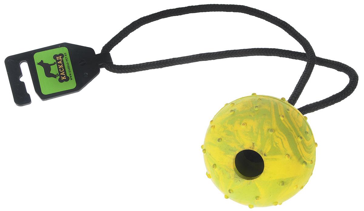 Игрушка для собак Каскад Мяч цельнолитой, на веревке, цвет: желтый, зеленый, диаметр 7 см0120710Игрушка для собак Каскад Мяч цельнолитой выполнена из прочной резины в форме мяча с мягкими шипами для массажа дёсен и чистки зубов. Изделие дополнено прочной веревкой, которая послужит ручкой. Такая игрушка порадует вашего любимца, а вам доставит массу приятных эмоций, ведь наблюдать за игрой всегда интересно и приятно. Великолепно подходит для активных и ведущих спортивный образ жизни собак. Игрушка станет незаменимой во время дрессировки собак. Диаметр игрушки: 7 см. Длина игрушки (с учетом веревки): 36 см.