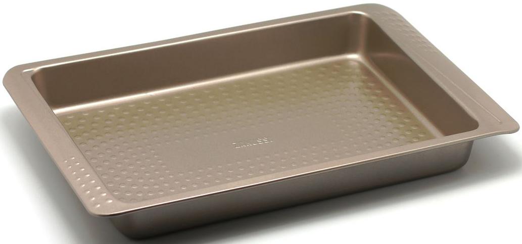 Форма для запекания Zanussi Turin, 40 х 25,8 х 5,2 см, цвет: бронзовый. ZAC33112CFZAC33112CFКоллекция форм серии Turin является хорошим приобретением любой хозяйки. Товар бренда Zanussi - металлические формы - пользуется высоким спросом, его отличает высокое качество и удобный размер. Изделия выполнены из толстой углеродистой стали. Форма имеет антипригарное покрытие и утолщенные стенки, которые гарантируют равномерное пропеканиеизделия. Можно использовать в духовке до 230 градусов. Главное преимущество стальных форм - это абсолютная химическая нейтральность и экологичность.