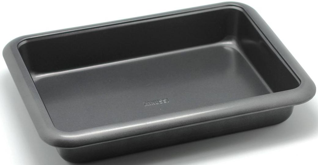 Форма для запекания Zanussi Taranto, 37 х 27 х 6 см, цвет: черный. ZAC37211BFCM000001328Коллекция форм серии Taranto является хорошим приобретением любой хозяйки. Товар бренда Zanussi - металлические формы - пользуется высоким спросом, его отличает высокое качество и удобный размер. Изделия выполнены из толстой углеродистой стали. Форма имеет антипригарное покрытие и утолщенные стенки, которые гарантируют равномерное пропекание изделия. Можно использовать в духовке до 230 градусов. Главное преимущество стальных форм - это абсолютная химическая нейтральность и экологичность.