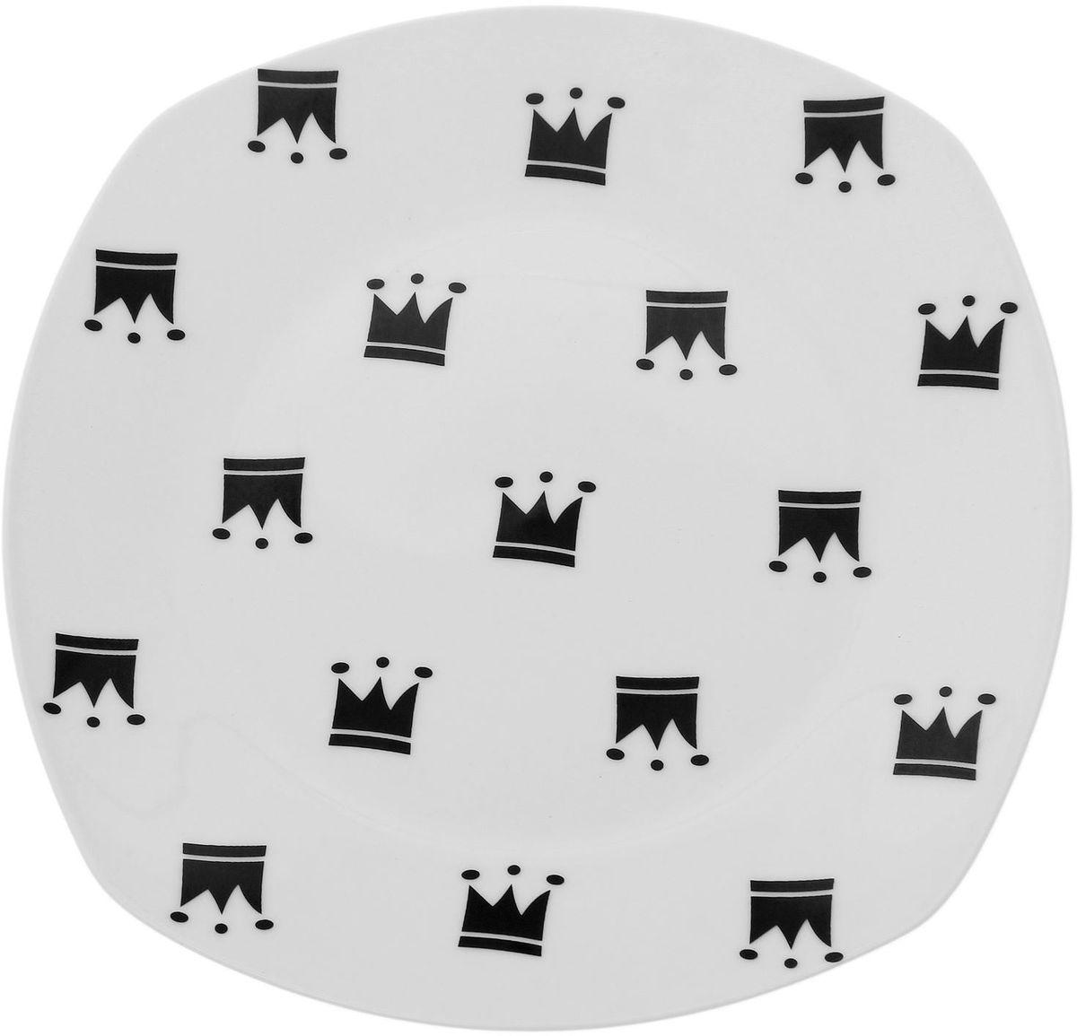 Тарелка Сотвори чудо My Little Crown, 20 х 20 смVT-1520(SR)Хотите обновить интерьер кухни или гостиной? Устраиваете необычную фотосессию или тематический праздник? А может, просто ищете подарок для близкого человека? Посуда Сотвори Чудо — правильный выбор в любой ситуации. Тарелка Сотвори Чудо, изготовленная из изящного фаянса нежного сливочного цвета, оформлена оригинальным рисунком со стойкой краской. Пригодна для посудомоечной машины.