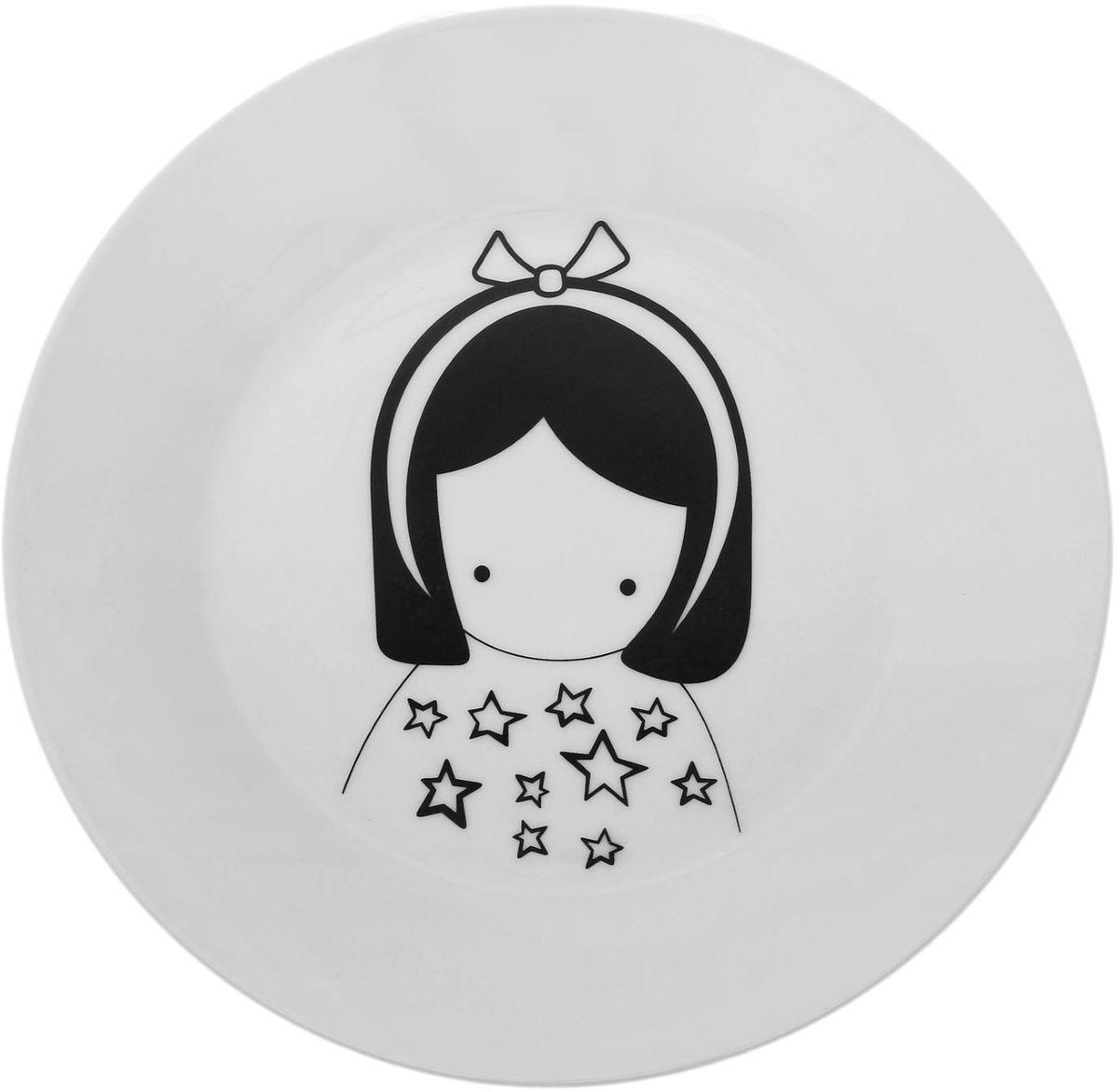 Тарелка Сотвори чудо Куколка, диаметр 23 см1661851Хотите обновить интерьер кухни или гостиной? Устраиваете необычную фотосессию или тематический праздник? А может, просто ищете подарок для близкого человека? Посуда « Сотвори Чудо» — правильный выбор в любой ситуации. Её достоинства: изящный фаянс нежного сливочного цвета; стойкость краски; пригодность для посудомоечных машин.