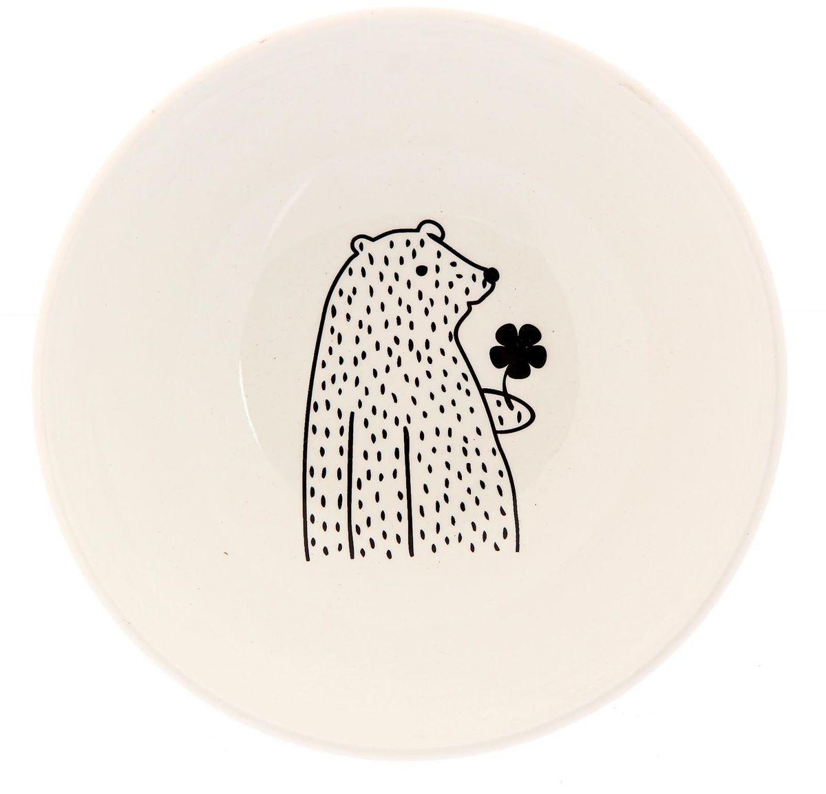 Салатник Сотвори чудо Цветочный мишка, диаметр 16,5 см2277849Хотите обновить интерьер кухни или гостиной? Устраиваете необычную фотосессию или тематический праздник? А может, просто ищете подарок для близкого человека? Посуда « Сотвори Чудо» — правильный выбор в любой ситуации. Её достоинства: изящный фаянс нежного сливочного цвета; стойкость краски; пригодность для посудомоечных машин.