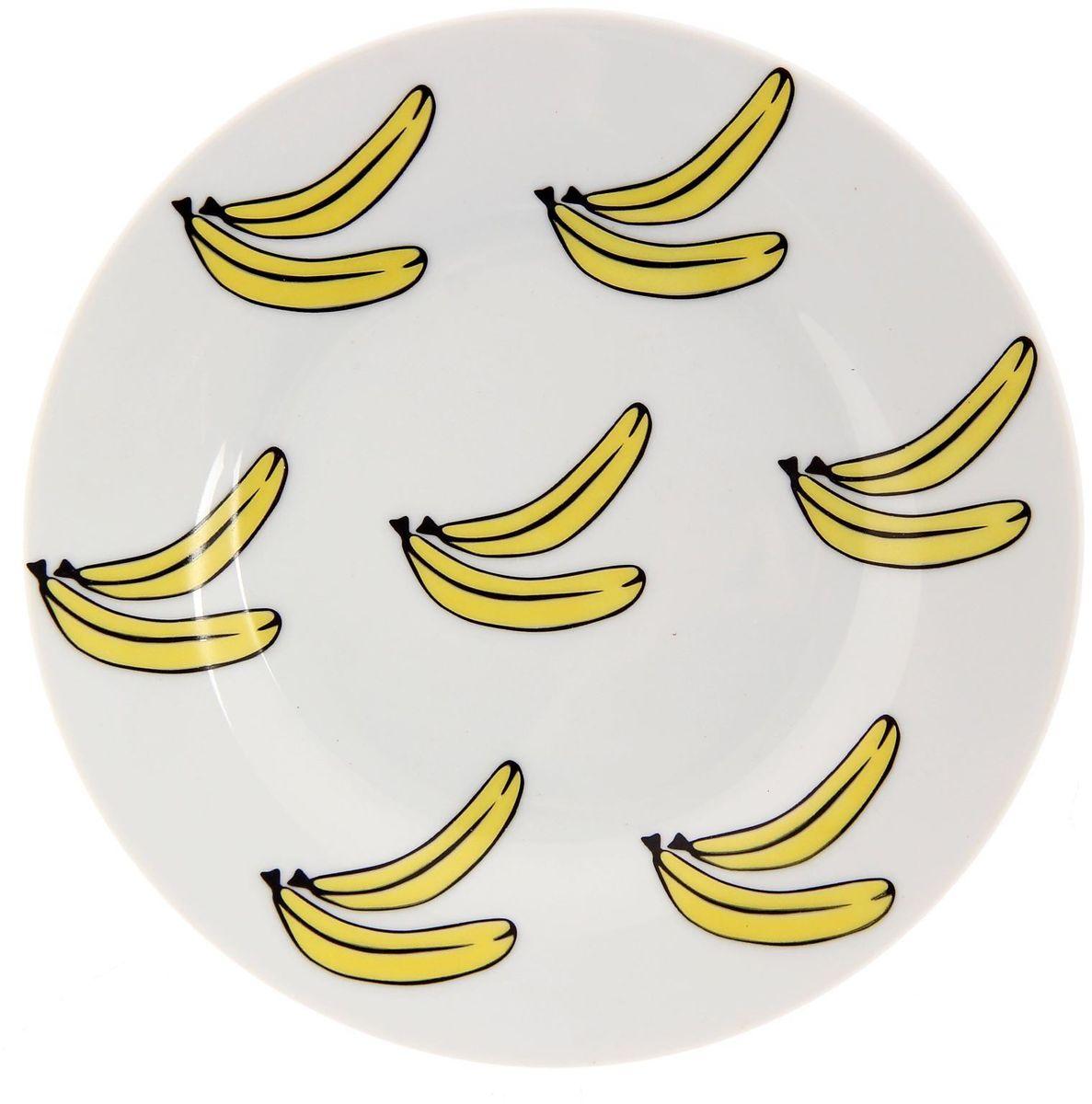 Тарелка мелкая Сотвори чудо Бананы, диаметр 15,5 см115510Хотите обновить интерьер кухни или гостиной? Устраиваете необычную фотосессию или тематический праздник? А может, просто ищете подарок для близкого человека? Посуда Сотвори Чудо — правильный выбор в любой ситуации. Тарелка Сотвори Чудо, изготовленная из изящного фаянса нежного сливочного цвета, оформлена оригинальным рисунком со стойкой краской. Пригодна для посудомоечной машины.