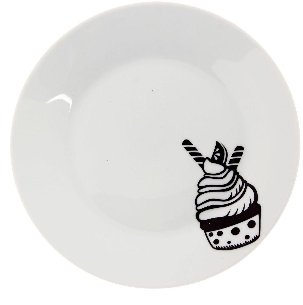 Тарелка мелкая Сотвори чудо Маффин, диаметр 20 смVT-1520(SR)Хотите обновить интерьер кухни или гостиной? Устраиваете необычную фотосессию или тематический праздник? А может, просто ищете подарок для близкого человека? Посуда Сотвори Чудо — правильный выбор в любой ситуации. Тарелка Сотвори Чудо, изготовленная из изящного фаянса нежного сливочного цвета, оформлена оригинальным рисунком со стойкой краской. Пригодна для посудомоечной машины.