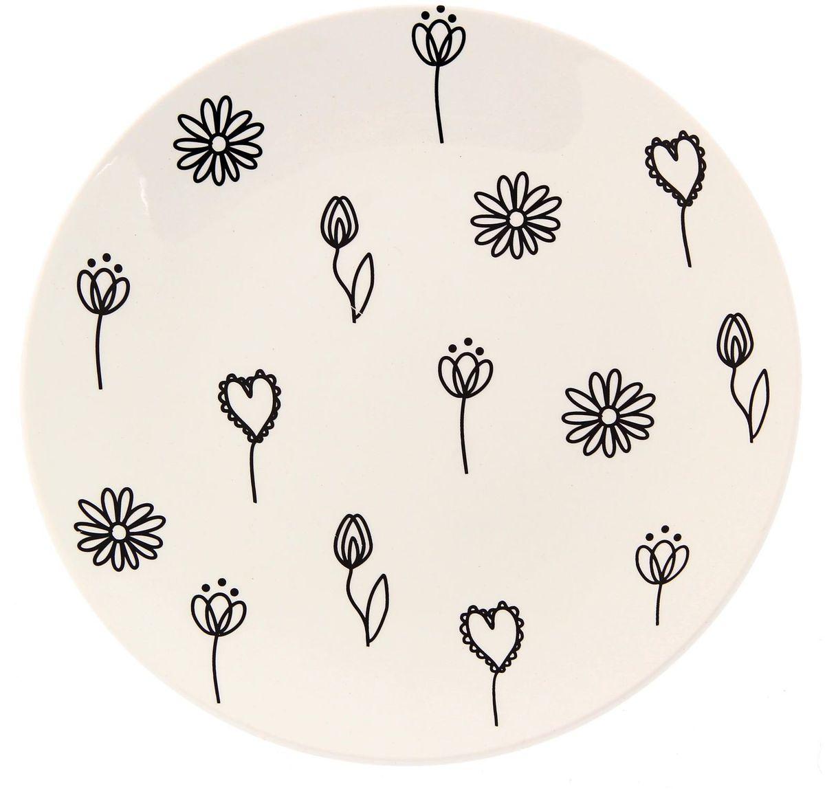 Тарелка Сотвори чудо Черный цветок, диаметр 22 см2277897Хотите обновить интерьер кухни или гостиной? Устраиваете необычную фотосессию или тематический праздник? А может, просто ищете подарок для близкого человека? Посуда « Сотвори Чудо» — правильный выбор в любой ситуации. Её достоинства: изящный фаянс нежного сливочного цвета; стойкость краски; пригодность для посудомоечных машин.