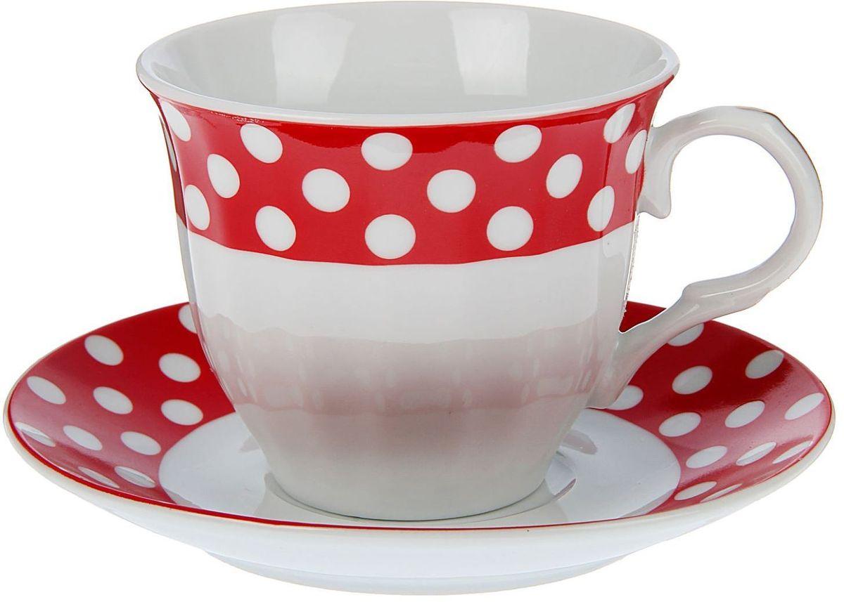 Набор чайный Доляна Горох, 2 предмета1405167Какую посуду выбрать для чаепития? Конечно, традиционный напиток по необходимости можно пить и из помятой алюминиевой кружки. Но все-таки большинство хозяек стараются приобрести изящные и оригинальные модели для эстетического наслаждения неповторимым вкусом и тонким ароматом хорошего чая. Кухонная керамика сочетает в себе бытовую практичность и декоративную утонченность. Нарядный комплект обязательных для чаепития атрибутов изготовлен на родине древнего напитка и привнесет в каждую трапезу особую энергетику.