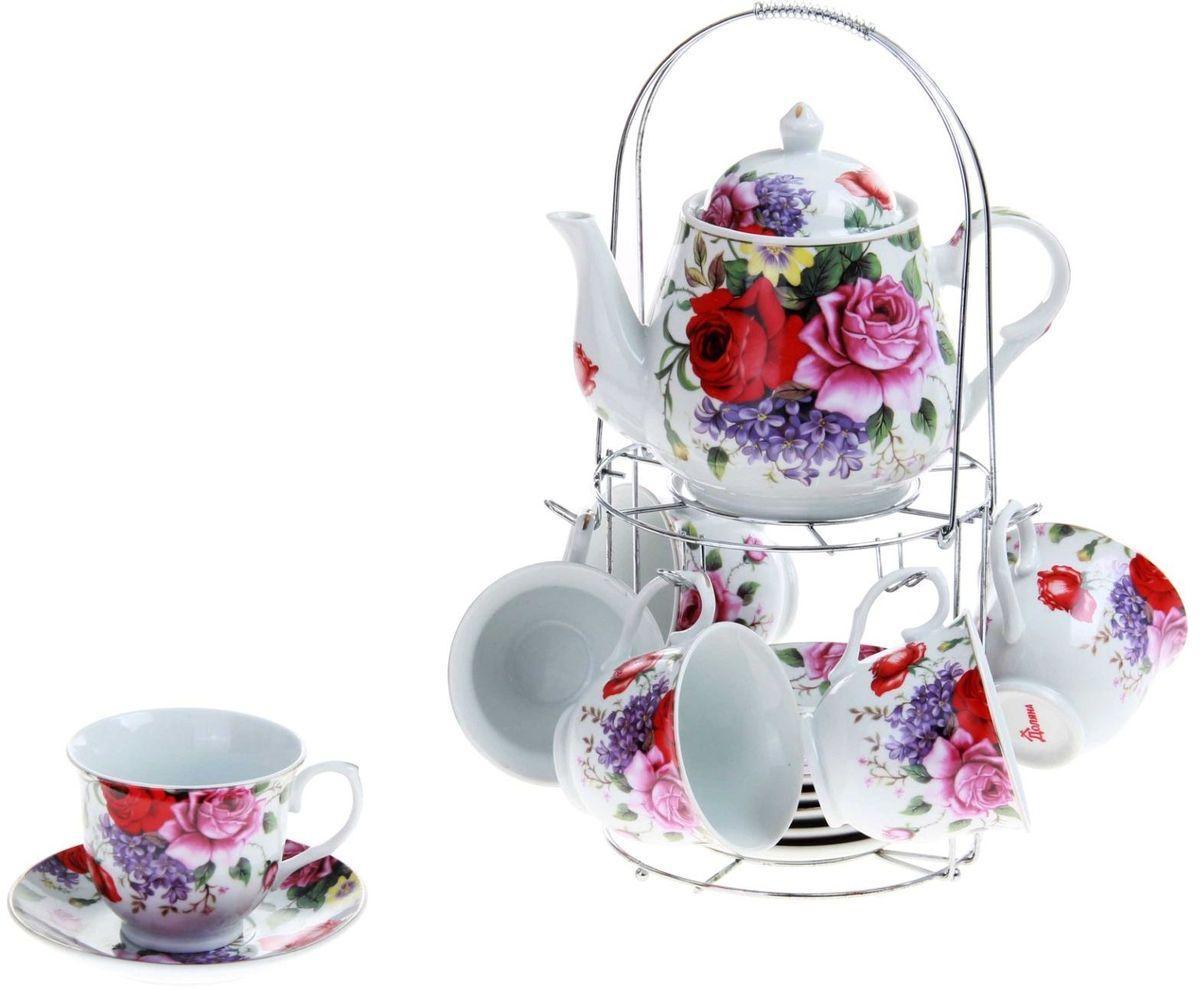 Набор чайный Доляна Страстная роза, 13 предметов240594Какую посуду выбрать для чаепития? Конечно, традиционный напиток по необходимости можно пить и из помятой алюминиевой кружки. Но все-таки большинство хозяек стараются приобрести изящные и оригинальные модели для эстетического наслаждения неповторимым вкусом и тонким ароматом хорошего чая. Кухонная керамика сочетает в себе бытовую практичность и декоративную утонченность. Сервиз чайный Страстная роза, 13 предметов на подставке: 6 чашек 250 мл, 6 блюдец, чайник 1 л отличается высокой прочностью и обаятельным дизайном. Нарядный комплект обязательных для чаепития атрибутов изготовлен на родине древнего напитка и привнесет в каждую трапезу особую энергетику.