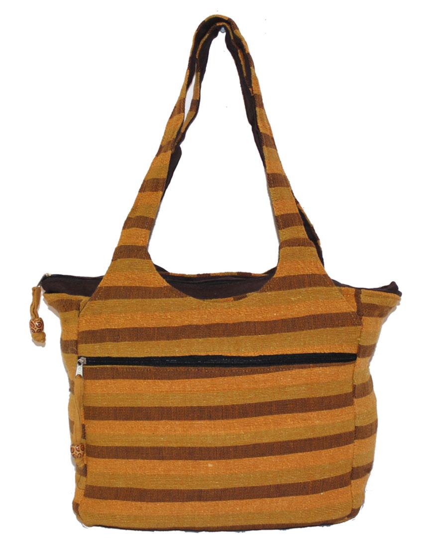 Сумка женская Ethnica, цвет: горчичный. 113180BM8434-58AEЖенская сумка Ethnica изготовлена из текстиля. Дополнена модель прочными удобными ручками и украшена принтом в полоску. Передняя стенка сумки дополнена втачным карманом на молнии. Застегивается изделие на застежку-молнию.