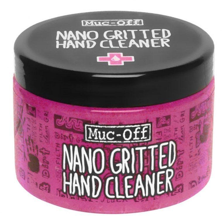 Очиститель для рук Muc-Off Nano-gritted Hand Gel Cleaner, 500 мл356Чистящий гель для рук Muc-Off Nano Grit Hand Cleaner с наночастицами имеет ультрамягкую текстуру и с легкостью справляется с въевшимся маслом, смазкой и грязью. Натуральный гель с наночастицами, который без труда очистит руки даже от самых грязных следов наладки железного коня — обязательная вещь для каждого велосипедиста. Однако это спасительное средство от Muc-Off способно не только избавить от грязи. Оно имеет антибактериальные свойства, поэтому очищает даже лучше, чем кажется на первый взгляд. Гель Nano Grit Hand Cleaner содержит кондиционирующие добавки, которые смягчают и увлажняют кожу рук — его создатели, как всегда, позаботились о безопасности и отказались от использования вредных химических веществ и парабена. Теперь можно смело утверждать, что отмывание грязных рук кипятком и тряпкой после работы в гараже — пережиток прошлого. Все, что нужно для чистоты сегодня — это баночка чистящего геля Muc-Off Nano Grit Hand Cleaner. Преимущества: содержит кондиционирующие...